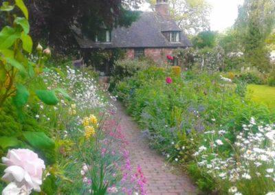 14.3_St-Pancras-Chapel_garden-path